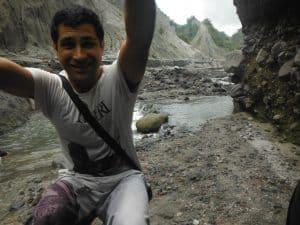 en el jeep dentro del volcan Pinatubo