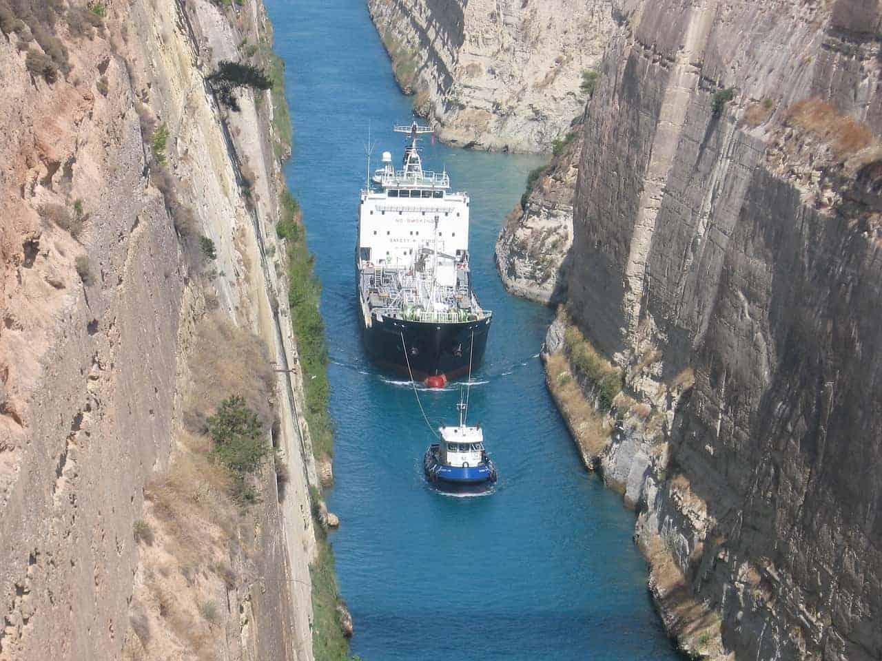 Barco Canal Corinto